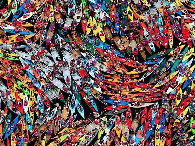 Самый большой в мире плот из 3150 каноэ и байдарок