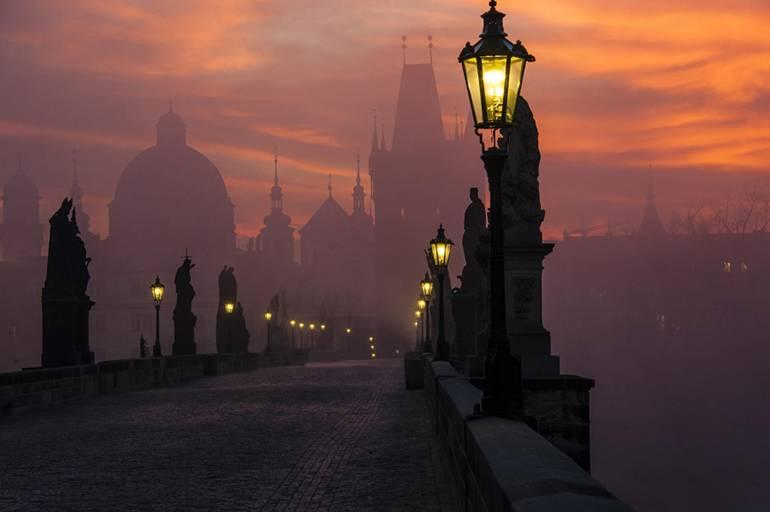 Карлов мост в сумерках, Прага