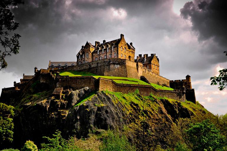 Эдинбургский замок в Шотландии