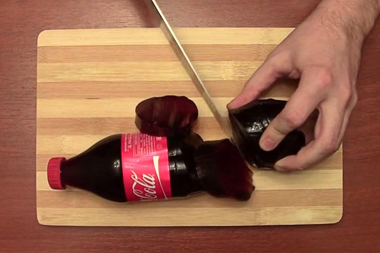 Как разрезать бутылку кока-колы