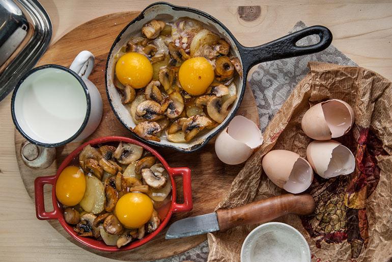 «Литературная кухня». Ниро Вульф. Яичница, запеченная с картофелем и сливками.