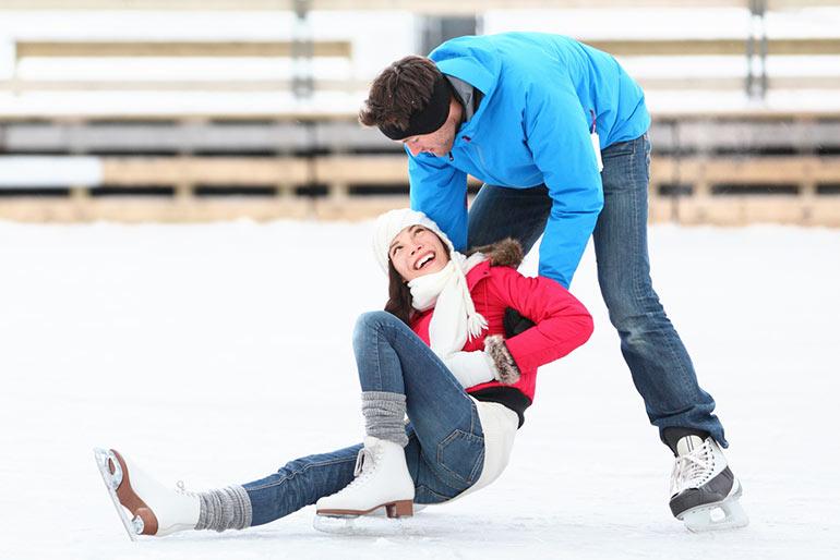 Зимние развлечения: 6 причин научиться кататься на коньках