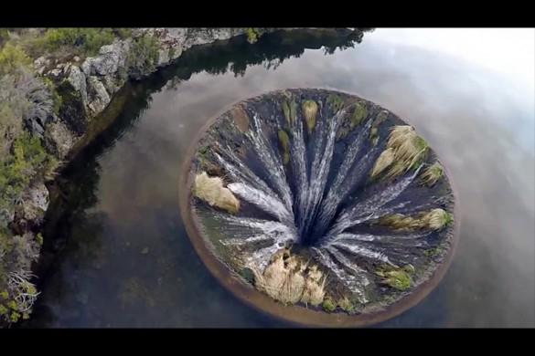 Огромная речная воронка с высоты птичьего полёта