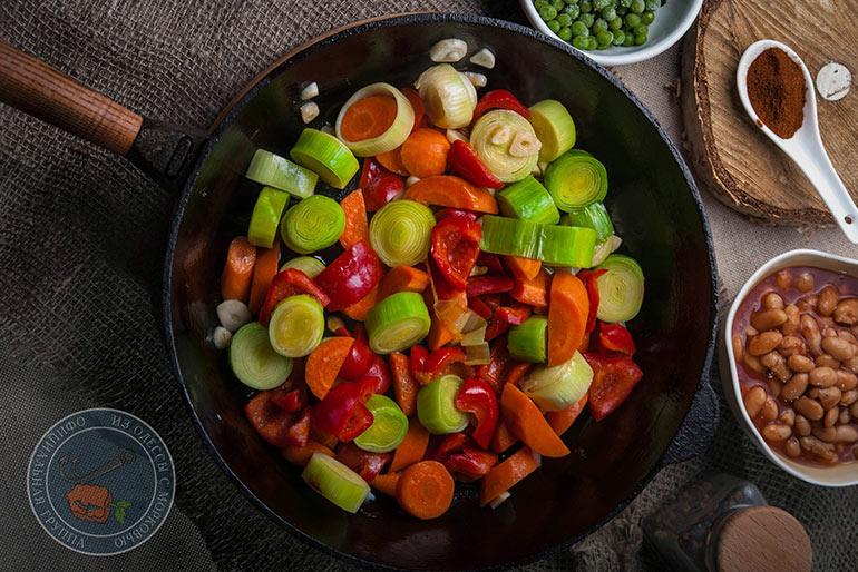 «Литературная кухня». Терри Пратчетт. Тушеные овощи с клецками от сержанта Ангвы.
